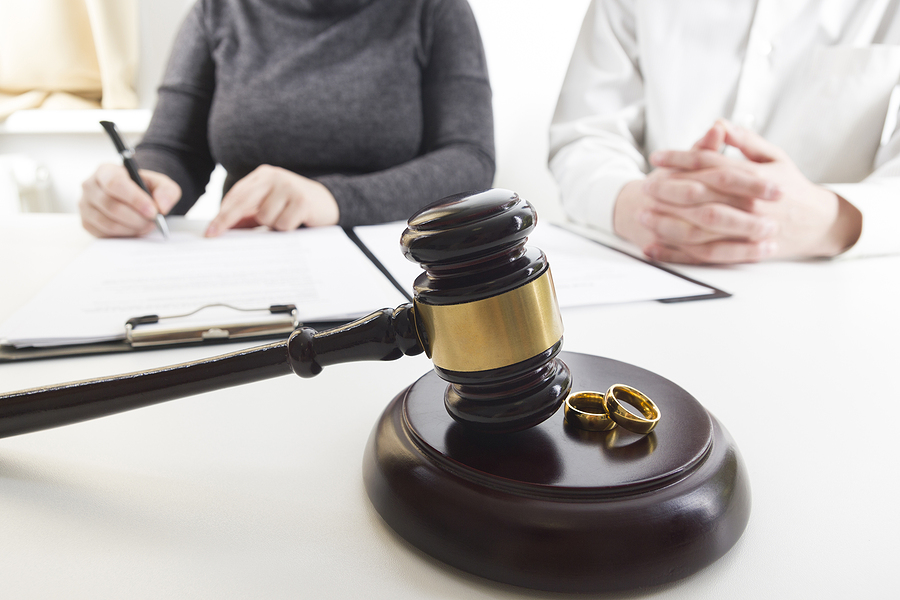 Couple finalizing their separation in front of a divorce lawyer in Sydney